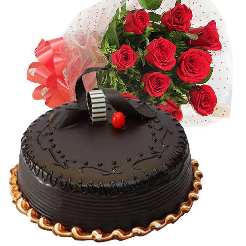 Delicious Chocolaty Truffle Cake with Roses Bouquet
