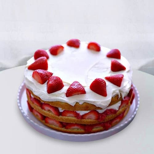 Tasty Strawberry Cake for Anniversary