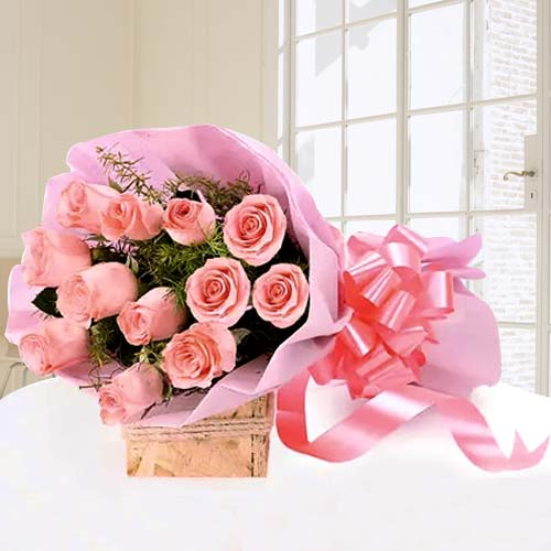 Enchanting Bouquet of Roses in Pink
