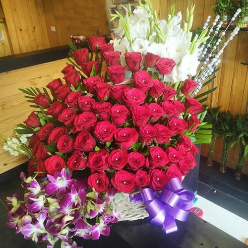 Wonderful Arrangement of Roses, Orchids N Tube Roses